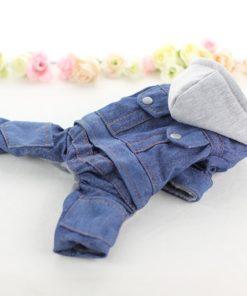macacão jeans com capuz para cachorro