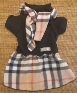 vestido preto com cachecol xadrez para cachorro